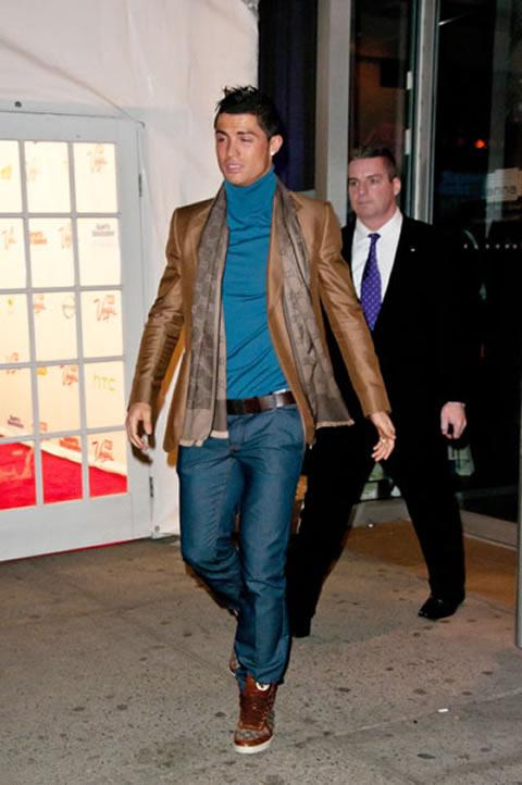 Cristiano Ronaldo fashion in jeans ebaffc532