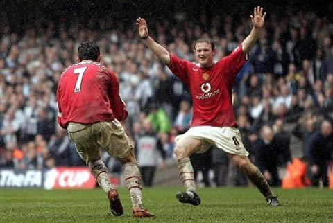 Wayne Rooney and Cristiano Ronaldo celebrating a goal for Manchester    Wayne Rooney And Cristiano Ronaldo Fight