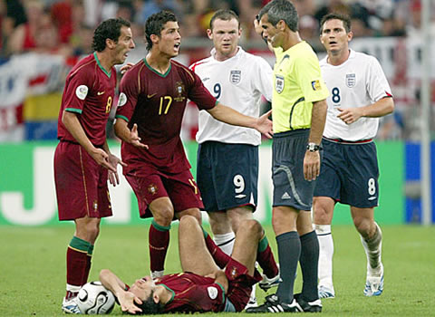 Wayne Roney and Cristiano Ronaldo pictures and photosWayne Rooney And Cristiano Ronaldo Fight