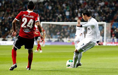 Cristiano Ronaldo knuckleball shot and goal, in Real Madrid vs Celta de Vigo, for the Copa del Rey 2012-2013