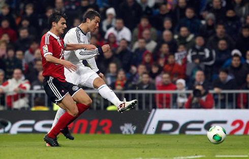Cristiano Ronaldo left-foot strike and hat-trick completion, in Real Madrid 4-0 Celta de Vigo, in 2013