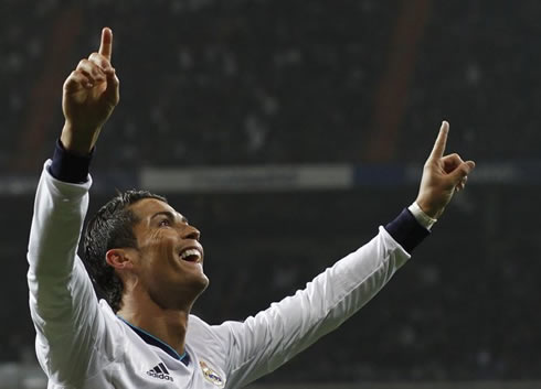 Cristiano Ronaldo with his two fingers raised and pointing them to the sky, in Real Madrid 4-0 Celta de Vigo, at the Copa del Rey 2013
