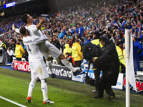 Cristiano Ronaldo being hold in the air by Sergio Ramos, after scoring his hat-trick in Real Madrid 3-0 Wolfsburg