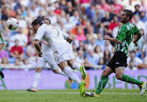 Real madrid vs betis 15 10 2011 cristiano ronaldo photos for Cristiano ronaldo dive