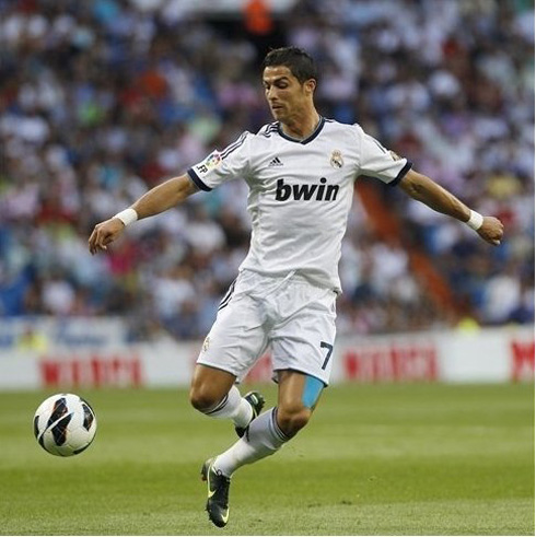 Cristiano Ronaldo playing at the Santiago Bernabéu, in Real Madrid 3-2 Manchester City, for the UEFA Champions League 2012-2013