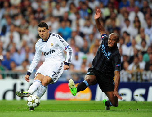 Cristiano Ronaldo right-foot strike in Real Madrid vs Manchester City, just after dribbling Vincent Kompany, at the UEFA Champions League 2012-2013