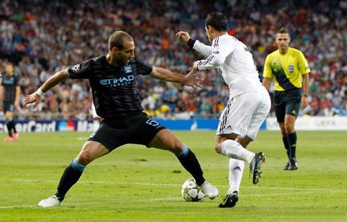 Cristiano Ronaldo dribbling Zabaleta before scoring the winner, in Real Madrid 3-2 Manchester City, at the UEFA Champions League 2012-2013