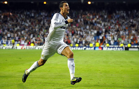 Cristiano Ronaldo sprinting before starting to slide on his knees, on his latest Real Madrid goal celebration against Manchester City, at the UEFA Champions League 2012-2013