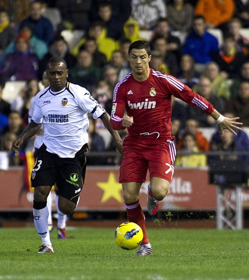 db41bb3e60e ... Cristiano Ronaldo running side-by-side with Miguel from Valencia CF