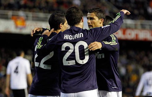 Cristiano Ronaldo with Gonzalo Higuaín and Angel di María, in Valencia 0-5 Real Madrid, in 2013