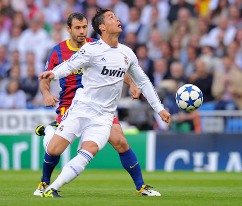 Cristiano Ronaldo not looking to the ball