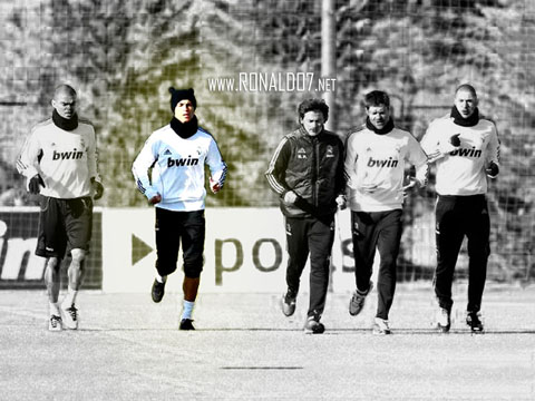 Cristiano Ronaldo training in Real Madrid, with Pepe, Xabi Alonso and Benzema. Wallpaper in HD (800x600)