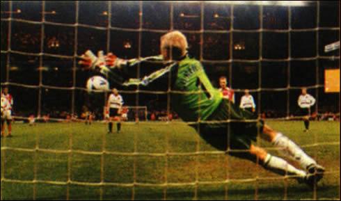 kasper schmeichel goalkeeper saves