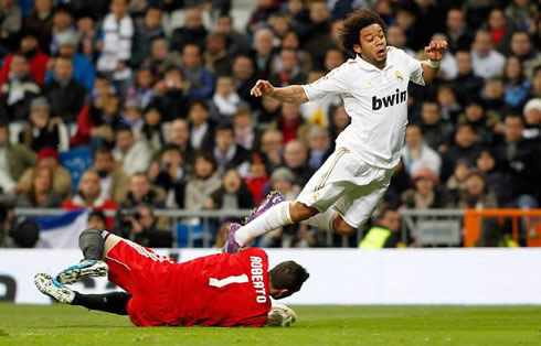 Real madrid 3 1 zaragoza no surprises allowed at the bernab u for Cristiano ronaldo dive