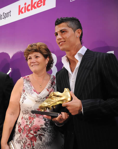 Awkward! Cristiano Ronaldos mother reveals in autobiography that she tried to have him aborted