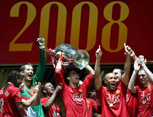 Cristiano Ronaldo lifting the UEFA Champions League trophy at Manchester United, with Anderson, Tevez, Van der Saar and Nani also in absolute joy, in 2008