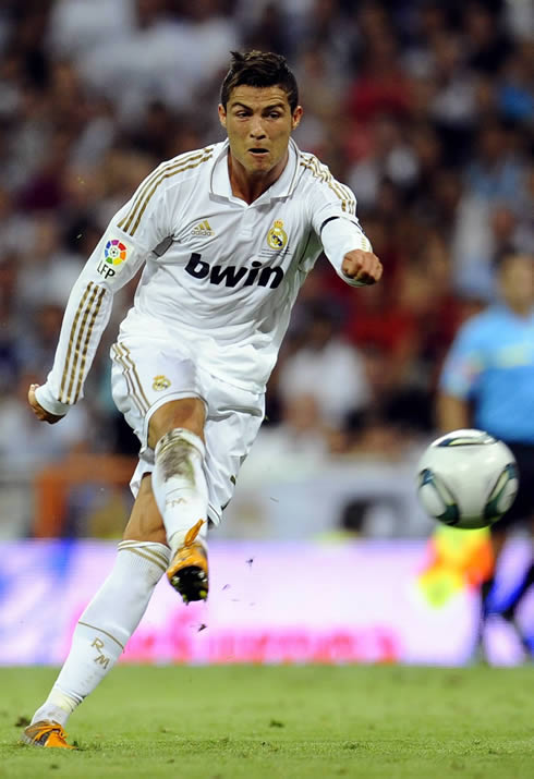 Cristiano Ronaldo shot power and technique during a Real Madrid game