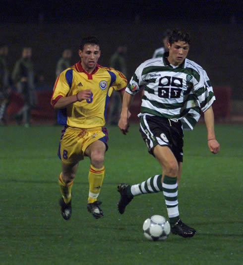 Cristiano Ronaldo playing for Sporting CP and running away from an opponent