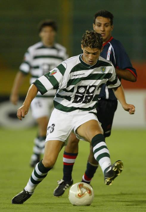 Cristiano Ronaldo doing dribbling tricks in Sporting CP, in 2002-2003