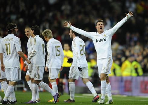 Cristiano Ronaldo celebrates with Real Madrid players, Esteban Granero, Karim Benzema, Mesut Ozil, Fábio Coentrão and Gonzalo Higuaín, in 2012