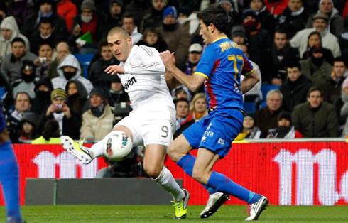 Karim Benzema curled shot goal, in Real Madrid 4-2 Levante, in 2012
