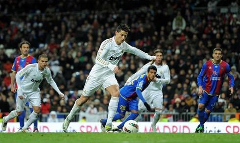 Ronaldo 3rd Goal  Hat Trick  In Real Madrid Vs Levante  La Liga 2012