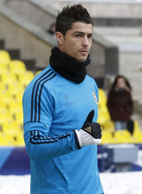 Cristiano ronaldo new look wearing adidas gloves real madrid pictures