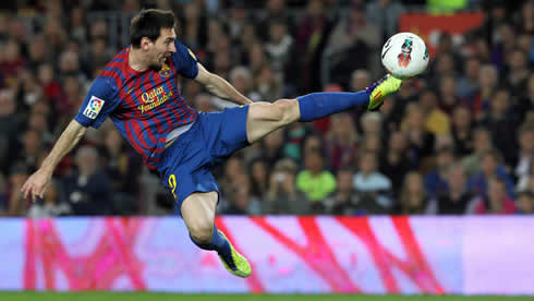 Lionel Messi acrobatic shot, in Barcelona 2012