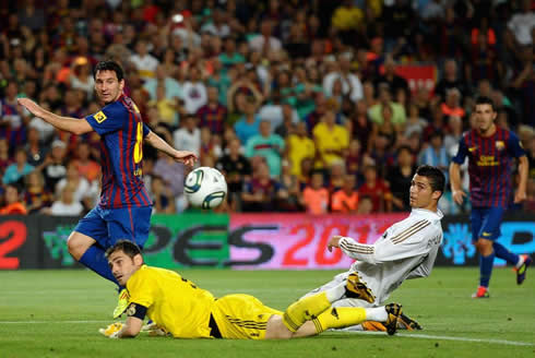 Lionel Messi goal, in Barcelona vs Real Madrid, in 2011-2012, with Ronaldo on his knees