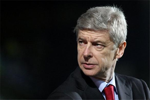 Arsene Wenger wearing his trademark Arsenal red tie