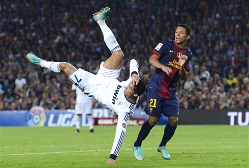 Cristiano Ronaldo shoulder injury  in Barcelona vs Real Madrid for La    Cristiano Ronaldo Bicycle Kick Wallpaper