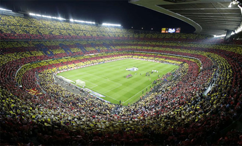 The Camp Nou packed on a Barcelona vs Real Madrid night game, wallpaper in 2012-2013
