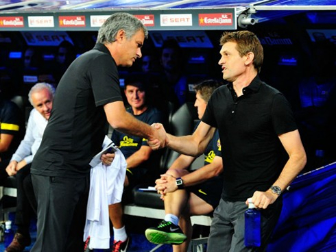 Tito Vilanova and José Mourinho greeting each other, as if they were friends in 2012