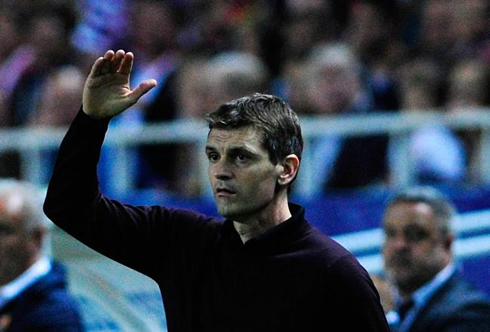 Tito Vilanova making a gesture with his hands in Barcelona bench, in 2012-2013