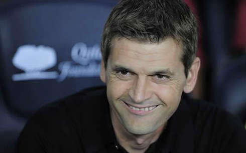 Tito VIlanova smiling on Barcelona's bench, in 2012