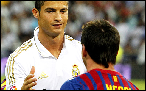 Cristiano Ronaldo enigmatic smile when greeting Lionel Messi, in El ...