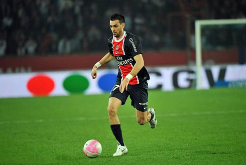 Javier Pastore driving the ball close to his feet, in a game for PSG in 2012-2013