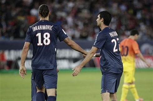 Javier Pastore greeting Zlatan Ibrahimovic in a game between PSG and Barcelona, in 2012-2013