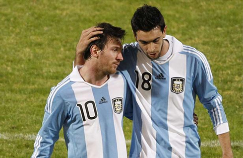 Javier Pastore showing he is a good friend of Lionel Messi, at the Argentinian National Team