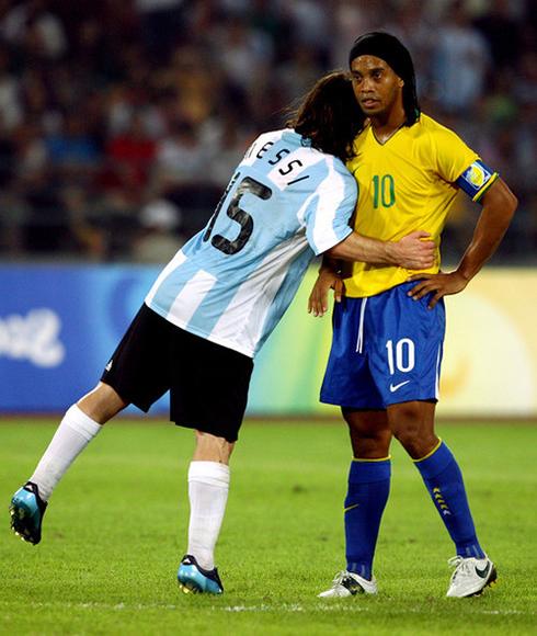 Lionel Messi Hugging Ronaldinho In A Brazil Vs Argentina Game