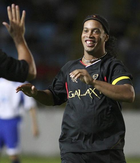 "Barcelona 1 2 Real Madrid Vintage Ronaldo Silences The: Ronaldinho: ""Cristiano Ronaldo Is Making History, But"