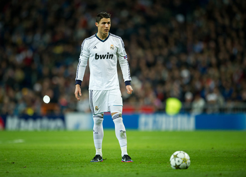 Cristiano ronaldo real madrid and manchester united are the best cristiano ronaldo free kick stance preparation in real madrid 2013 voltagebd Gallery
