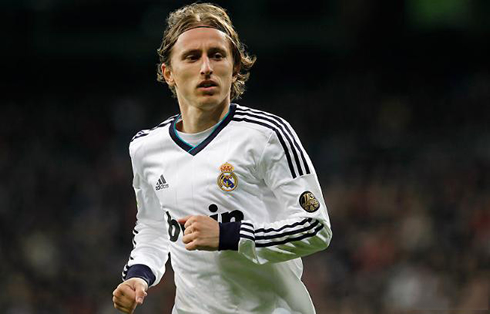 http://www.ronaldo7.net/news/2013/01/cristiano-ronaldo-622-luka-modric-playing-for-real-madrid-in-2013.jpg