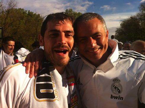 José Mourinho and Iker Casillas fake friendship in the 2012 title celebrations