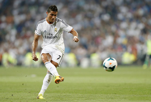 Cristiano Ronaldo taking a free-kick in Real Madrid 2-1 Betis