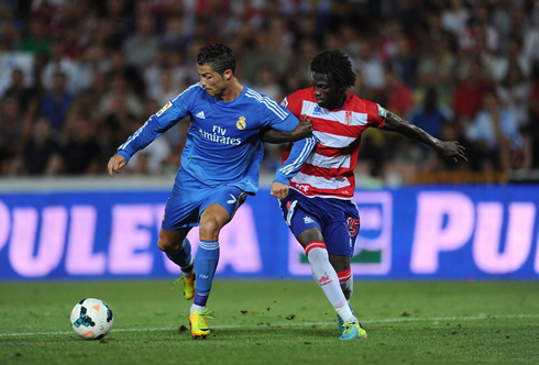 Cristiano Ronaldo being held by a defender, in Granada vs Real Madrid
