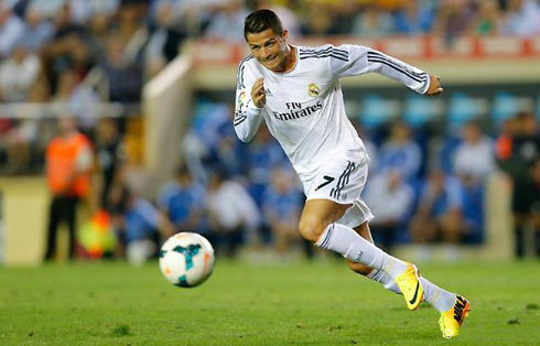 Cristiano Ronaldo going after the ball, in Real Madrid 2013-2014