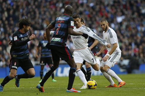 Real Madrid 2 0 Granada The Merengues Temporarily Take The League