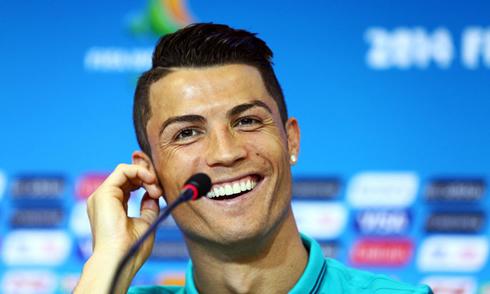 861-cristiano-ronaldo-smiling-in-world-cup-2014-press-conference.jpg
