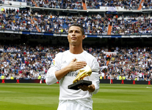 Cristiano Ronaldo thanking Real Madrid fans for his Golden Shoe